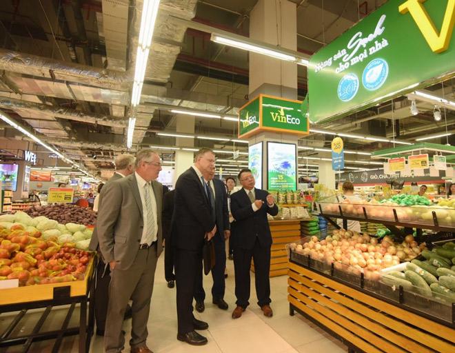 Đại sứ Hoa Kỳ hào hứng trải nghiệm siêu thị VinMart