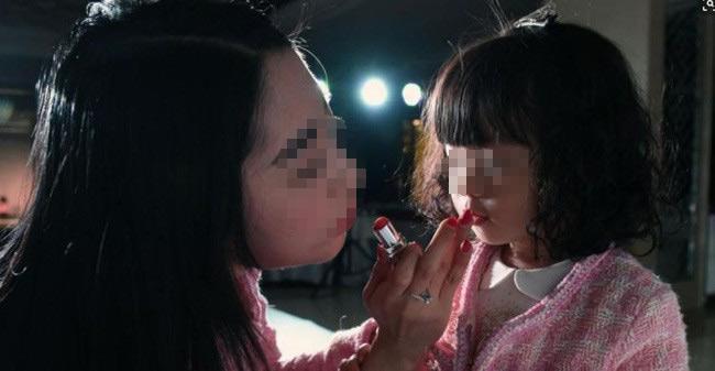 Con gái 12 tuổi cao 1m58, bác sĩ nói ngừng phát triển, lỗi là do mẹ!