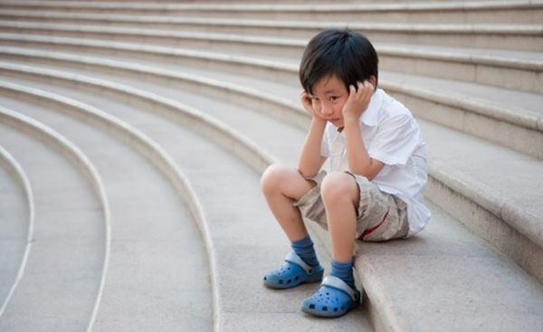 Trẻ tự kỷ: Nguyên nhân, dấu hiệu và các phương pháp dạy trẻ tại nhà