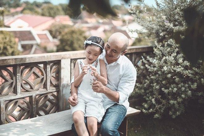 """Một mình nuôi con, bố đơn thân Hội An khiến nhiều trái tim thổn thức với bộ ảnh """"Cha Con"""""""