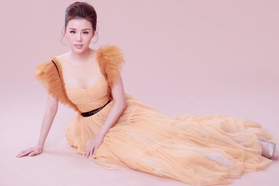 Cô Nàng diễn viên – người mẫu Lang Hoa có vẻ ngoài xinh như Tâm Tít