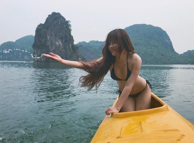 Loạt bikini đốt mắt người nhìn của bạn gái Đặng Văn Lâm