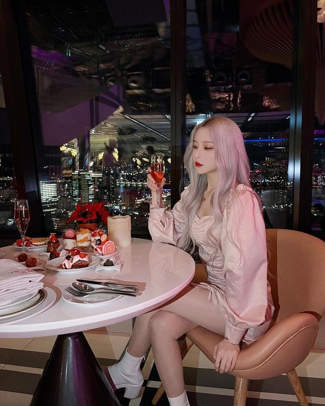Hot girl xứ Hàn nổi tiếng với đủ mọi màu tóc nhuộm khác nhau
